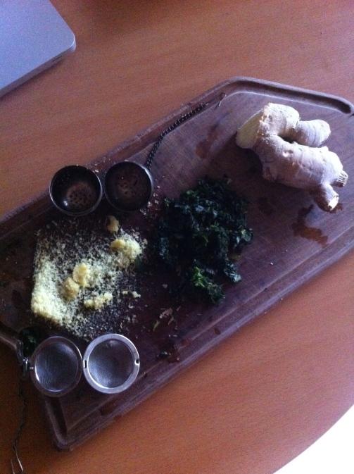 hierba buena y jengibre para la gelatina de frambuesas y arándanos