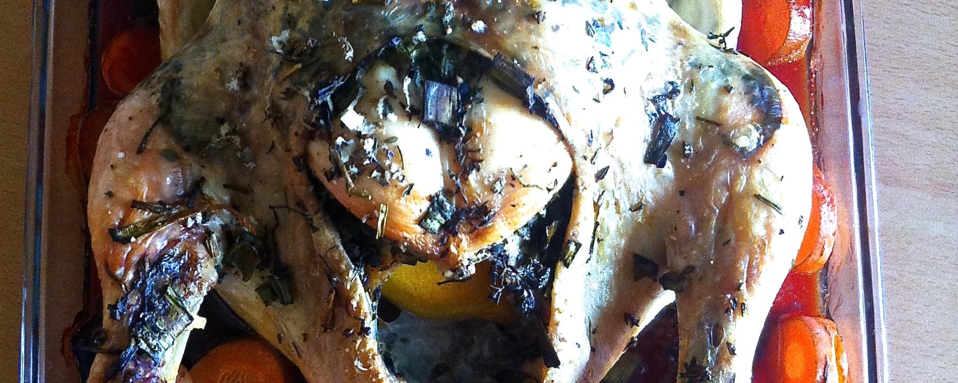 Delicioso pollo asado con hierbas y vegetales. LIbre de granos, libre de solanáceas.