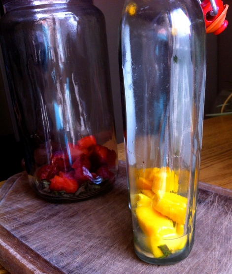 Cómo saborizar kombucha con fruta y hierbas