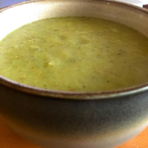 crema de brócoli y papas nuevas al curry