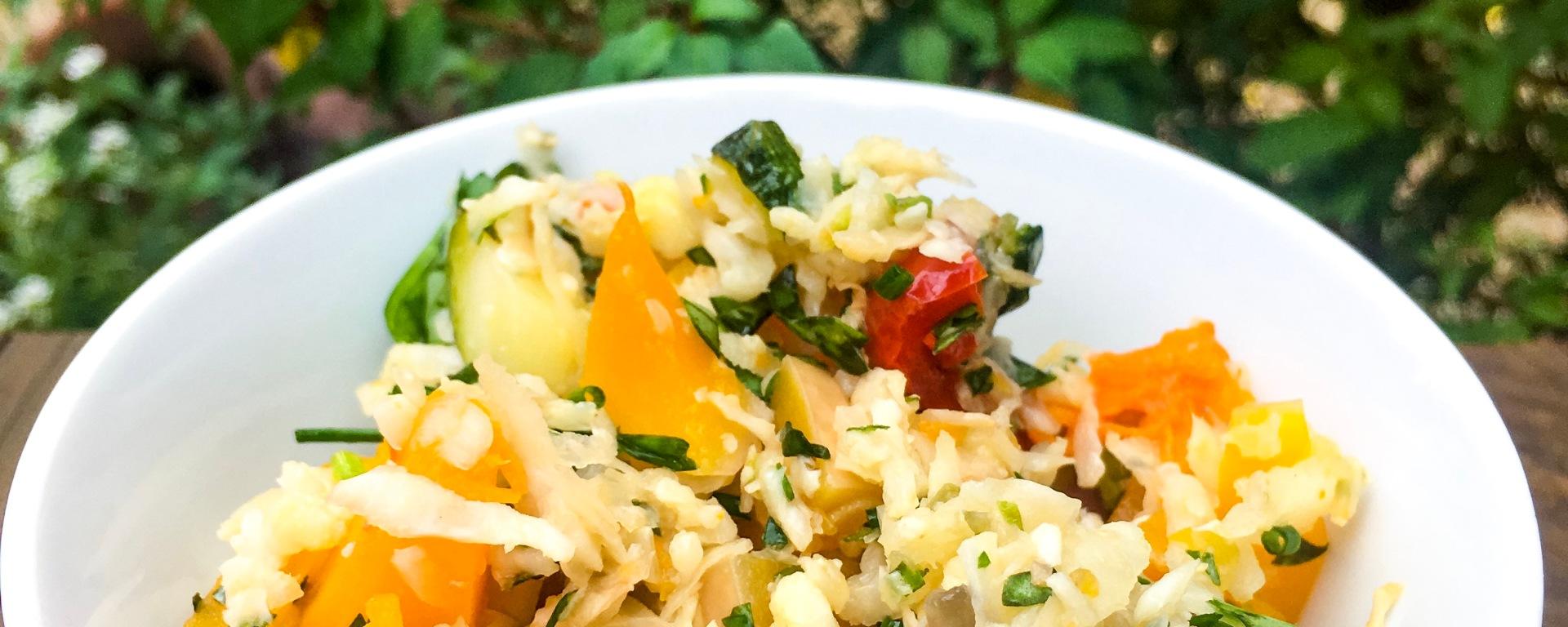 ensalada de coliarroz y verduras asadas